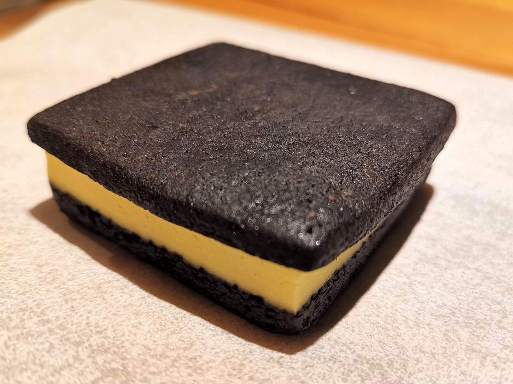 ラ・ファミーユ まっ黒チーズサンド (15)