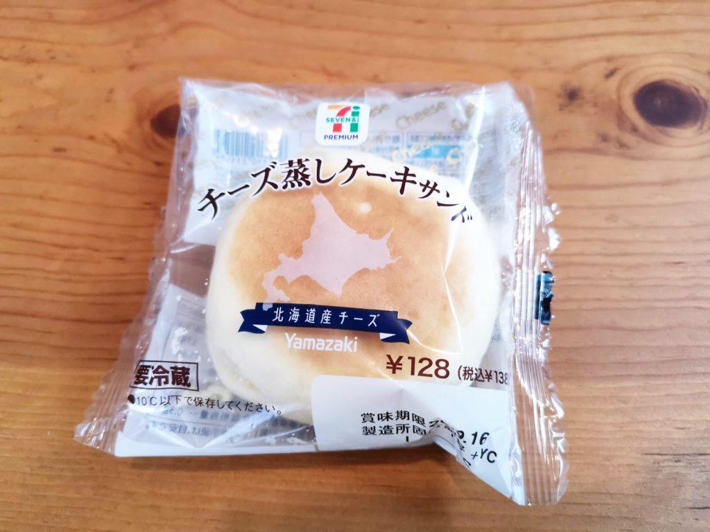 ヤマザキ・セブンイレブン チーズ蒸しケーキサンド (1)