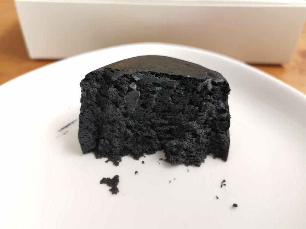 千紀園 竹炭で真っ黒 濃チーズケーキ 『黒まる』
