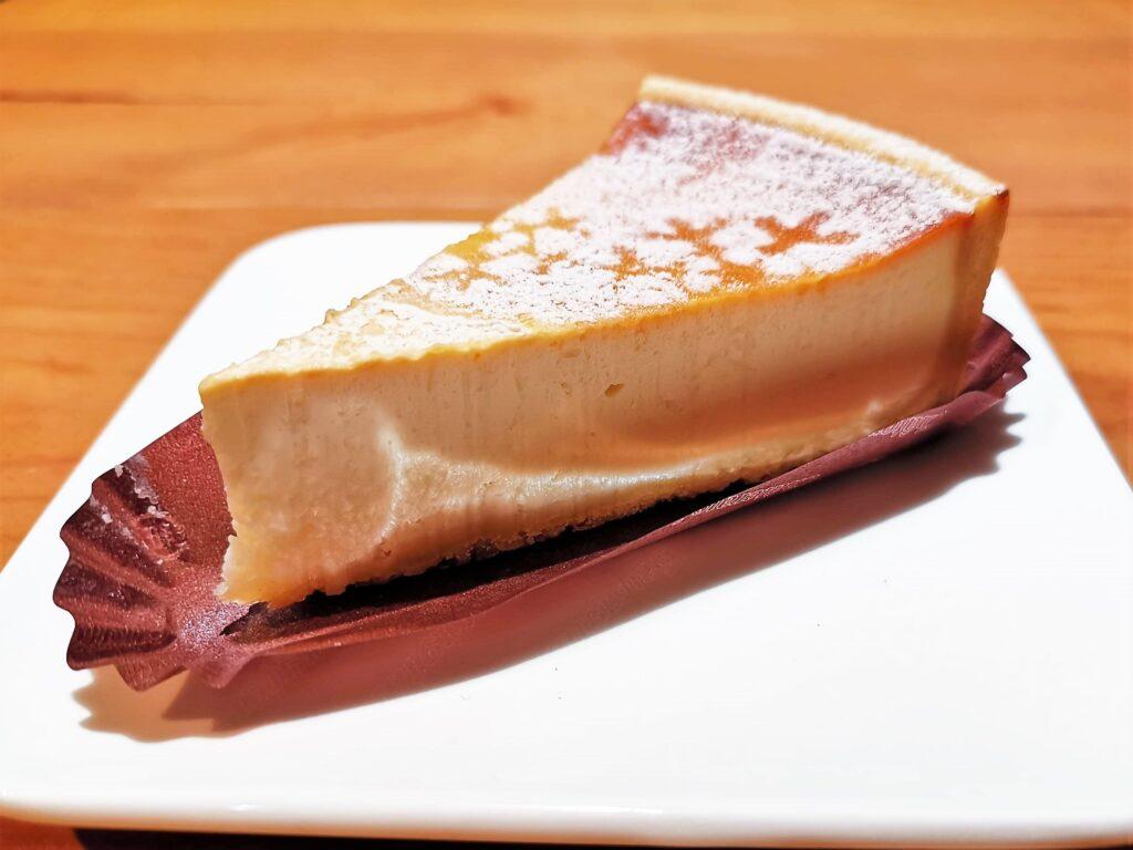 シャトレーゼ 濃厚ベイクドチーズケーキ (7)_R