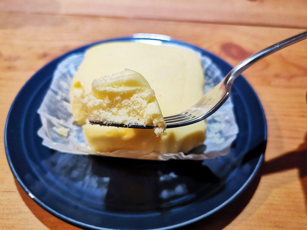 ファミリーマート 濃い味チーズケーキの写真 (11)