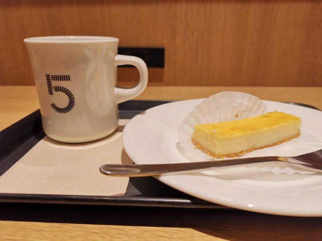 5 CROSSTIES COFFEE(ファイブ クロスティーズ コーヒー) チーズケーキ (2)
