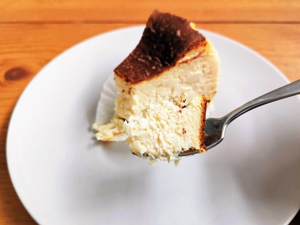 Quatre キャトル バスクチーズケーキの写真 (6)