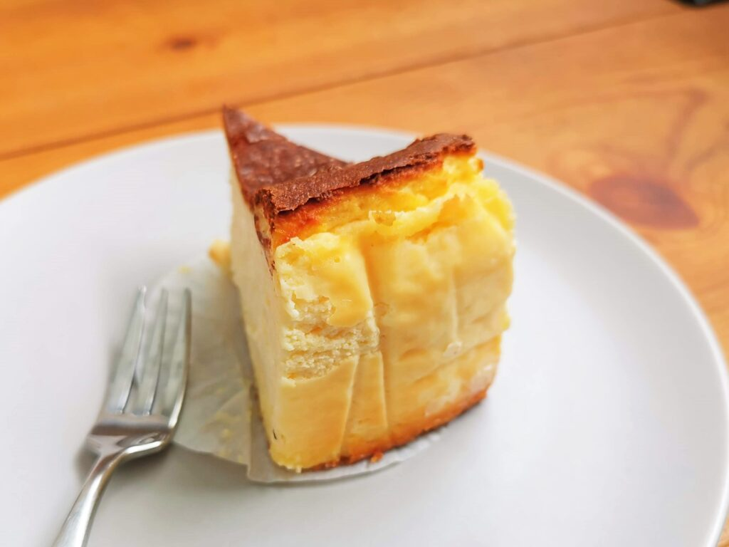 Quatre キャトル バスクチーズケーキの写真