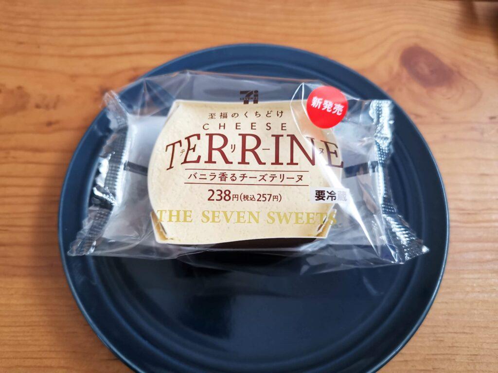 セブンイレブン バニラ香るチーズテリーヌの写真 (2)