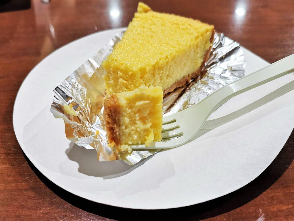 中野「カイルズ・グッド・ファインズ(アメリカンケーキ)」 のチーズケーキの写真 (1)
