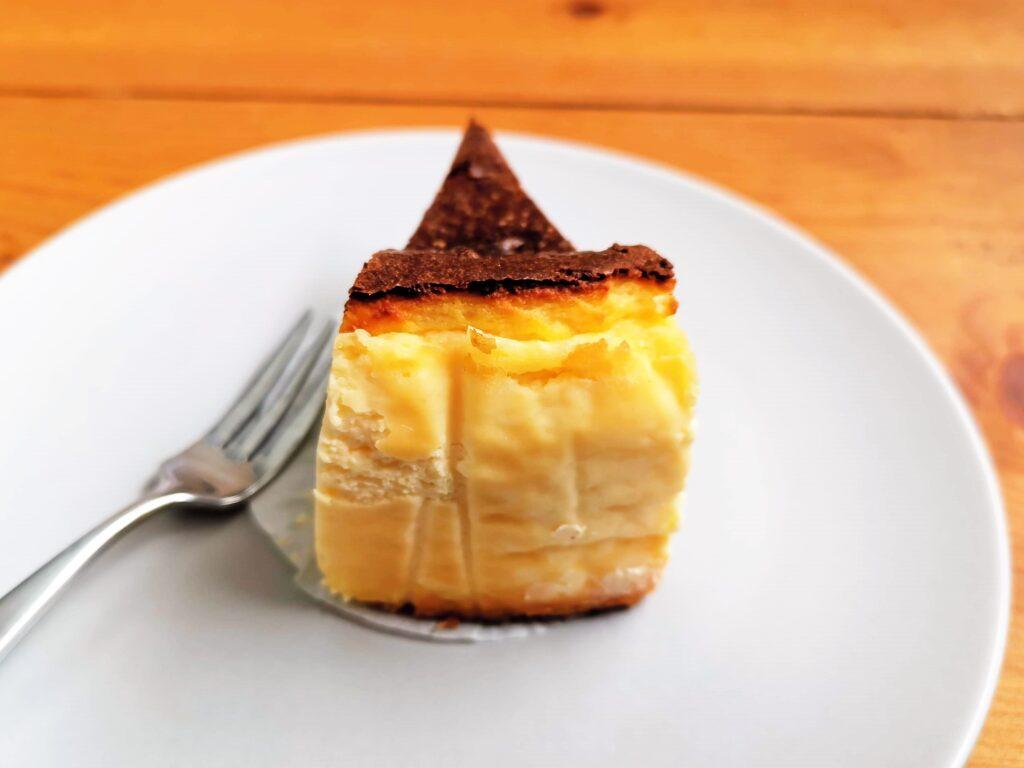 Quatre キャトル バスクチーズケーキの写真 (3)
