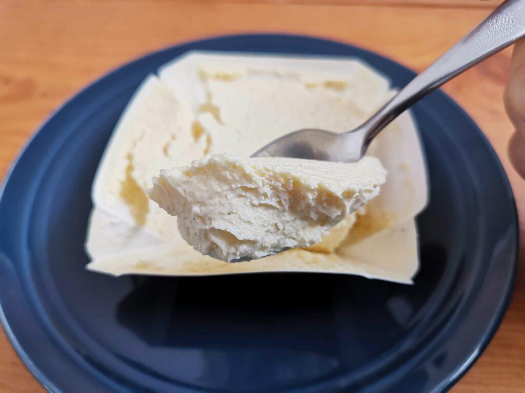 セブンイレブン バニラ香るチーズテリーヌの写真 (12)