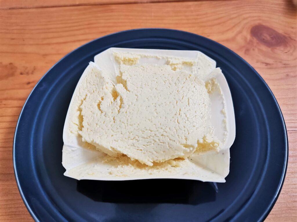 セブンイレブン バニラ香るチーズテリーヌの写真 (8)