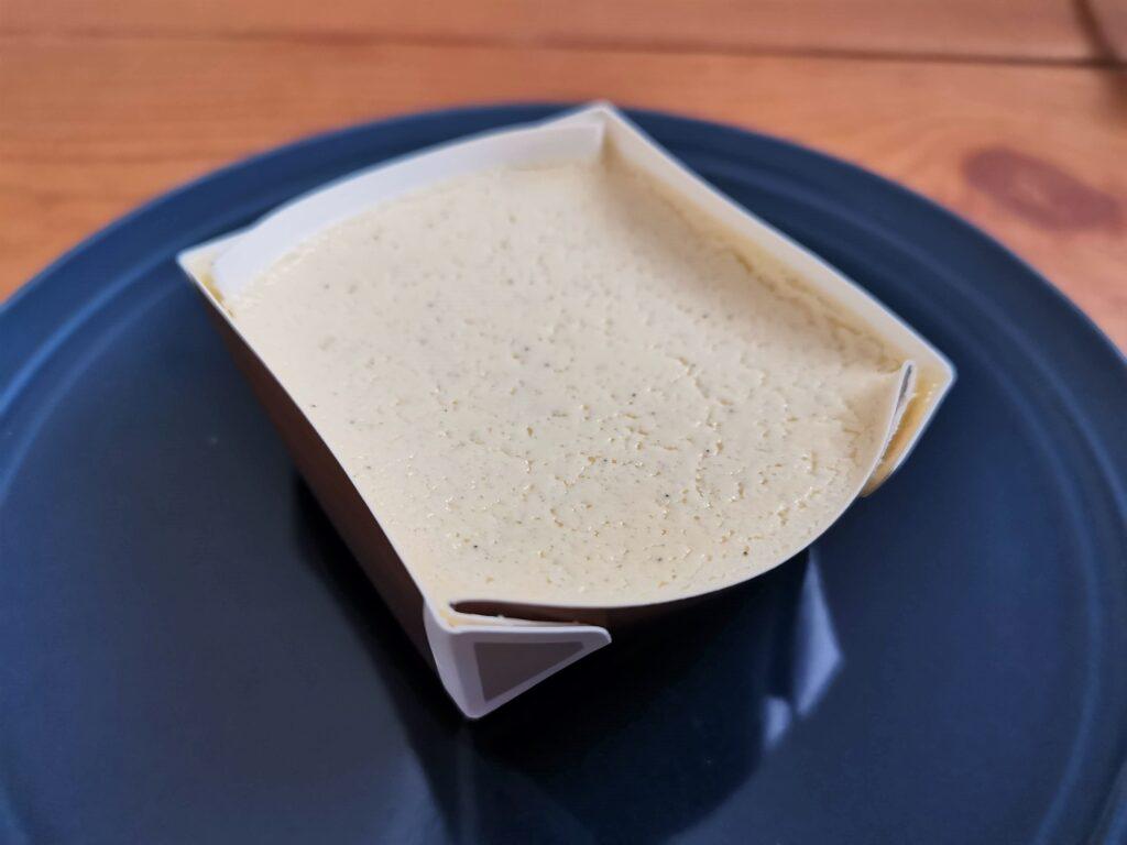 セブンイレブン バニラ香るチーズテリーヌの写真 (6)
