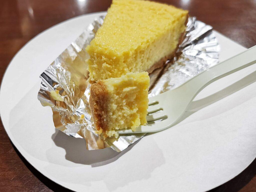 中野「カイルズ・グッド・ファインズ(アメリカンケーキ)」 のチーズケーキの写真