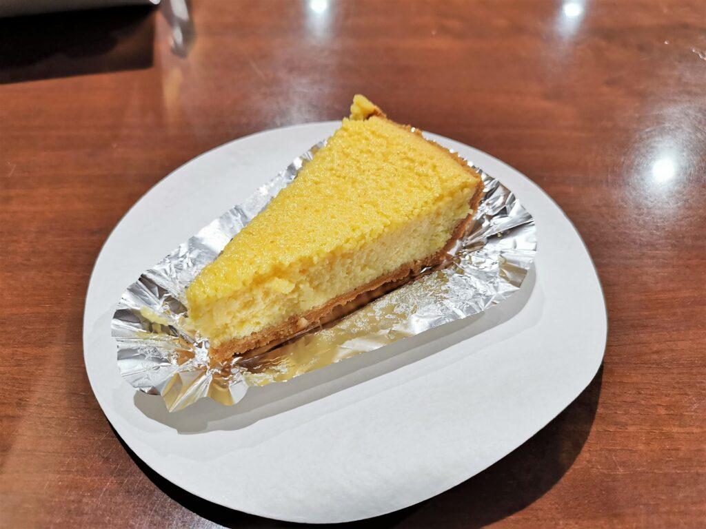 中野「カイルズ・グッド・ファインズ(アメリカンケーキ)」 のチーズケーキの写真 (2)
