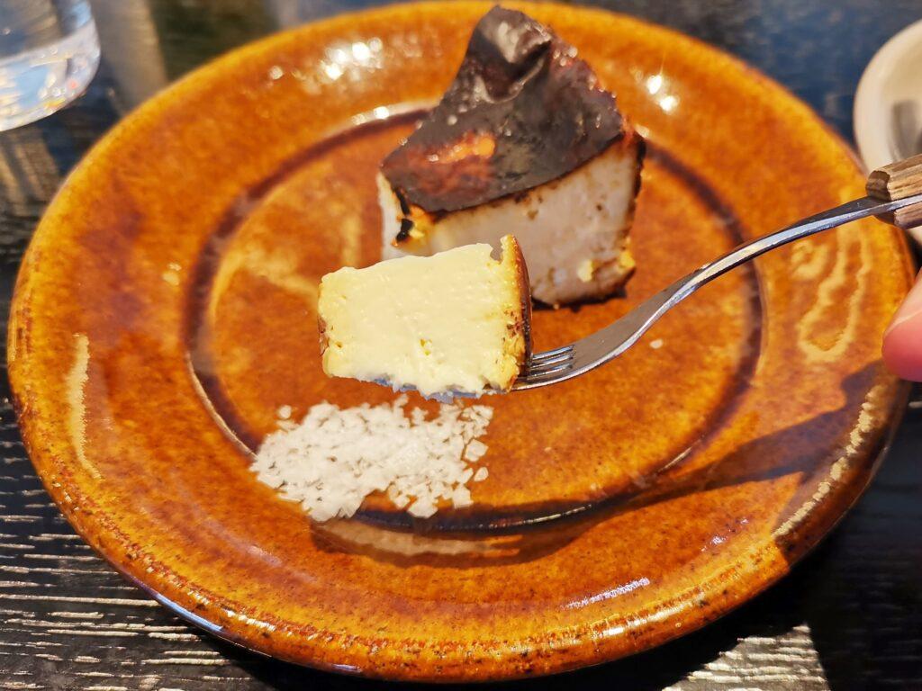 心斎橋「TUFFE(トゥッフェ)」 のベイクドチーズケーキの写真 (3)_R