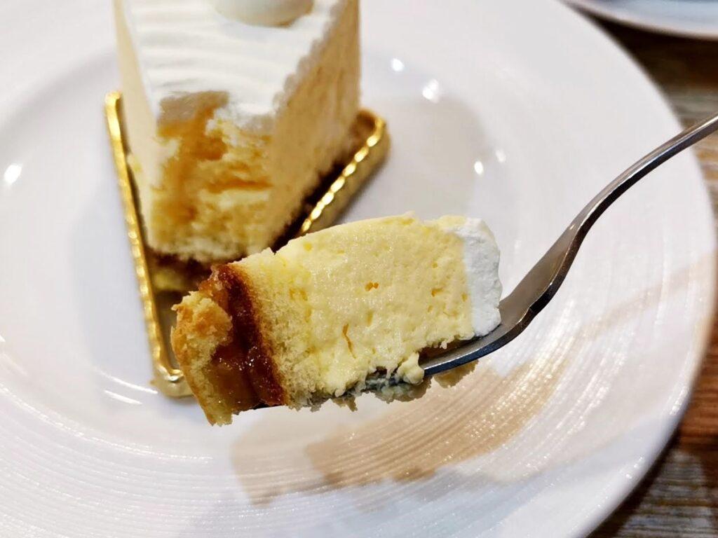 東十条【アドリア洋菓子店】の「ふんわりレアチーズの写真 (10)