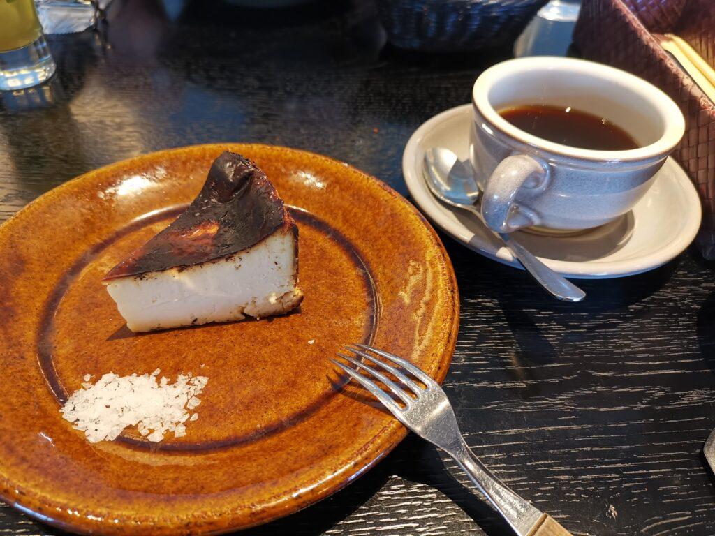 心斎橋「TUFFE(トゥッフェ)」 のベイクドチーズケーキの写真 (1)_R