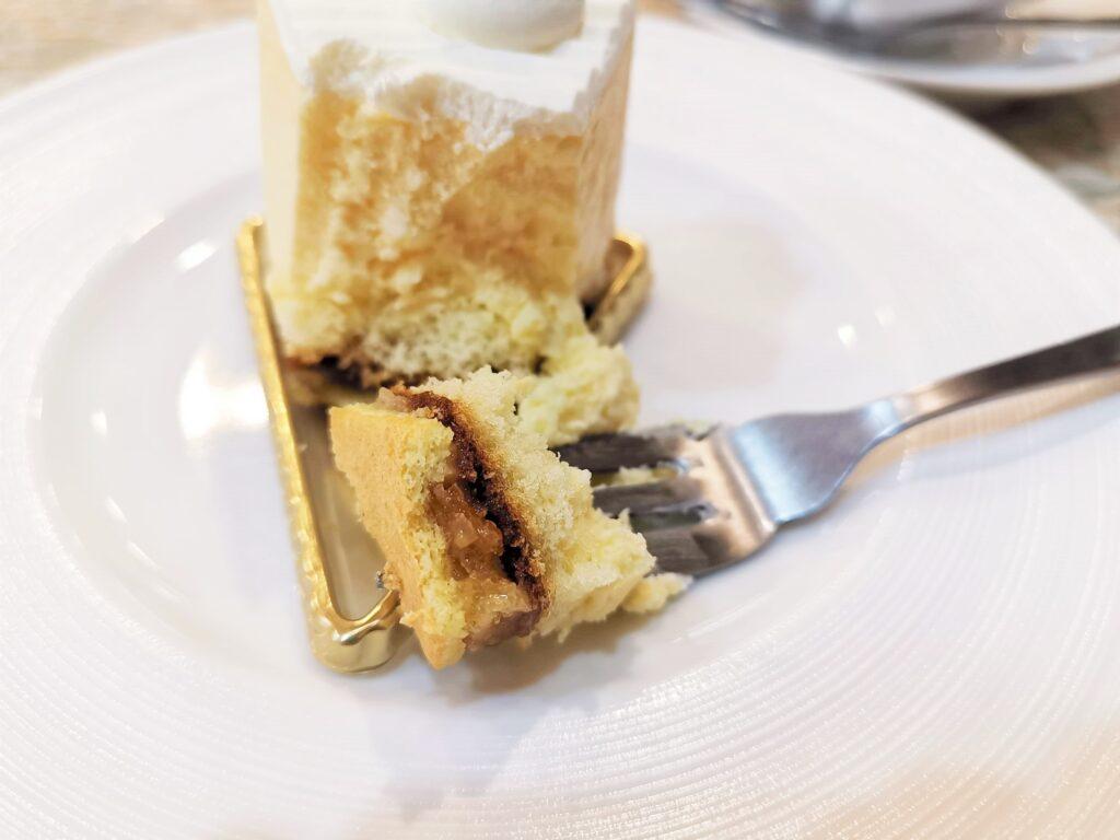 東十条【アドリア洋菓子店】の「ふんわりレアチーズの写真 (2)