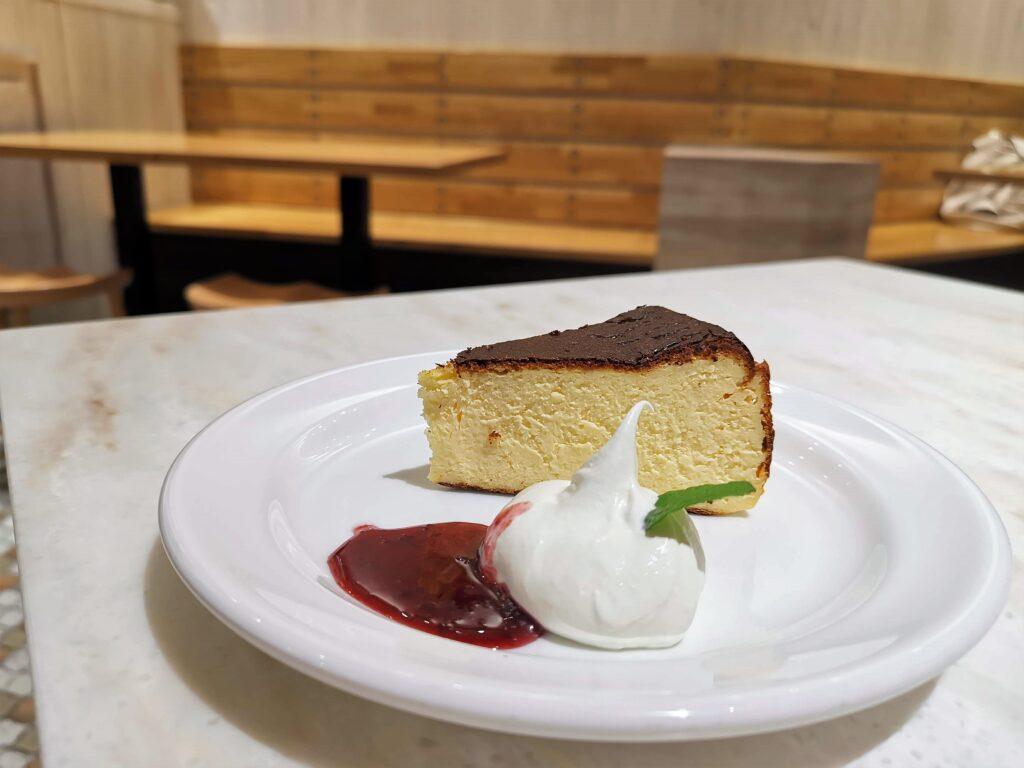 Béchamel Café(ベシャメルカフェ) のバスクチーズケーキ (2)