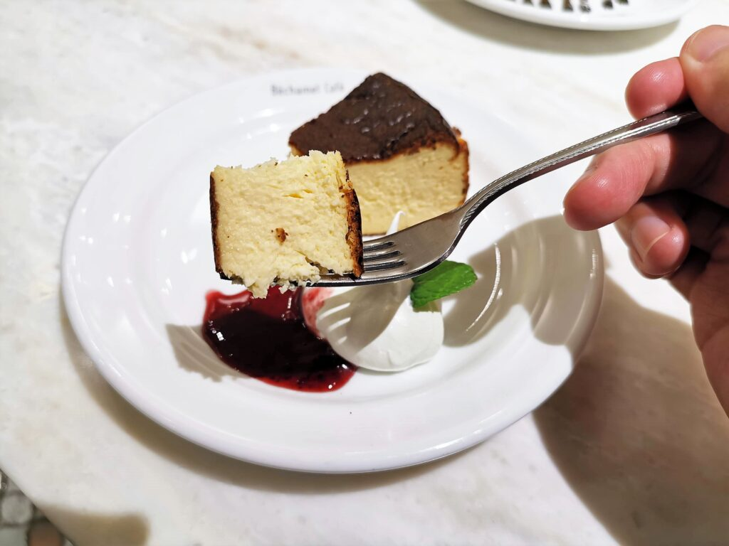 Béchamel Café(ベシャメルカフェ) のバスクチーズケーキ (1)
