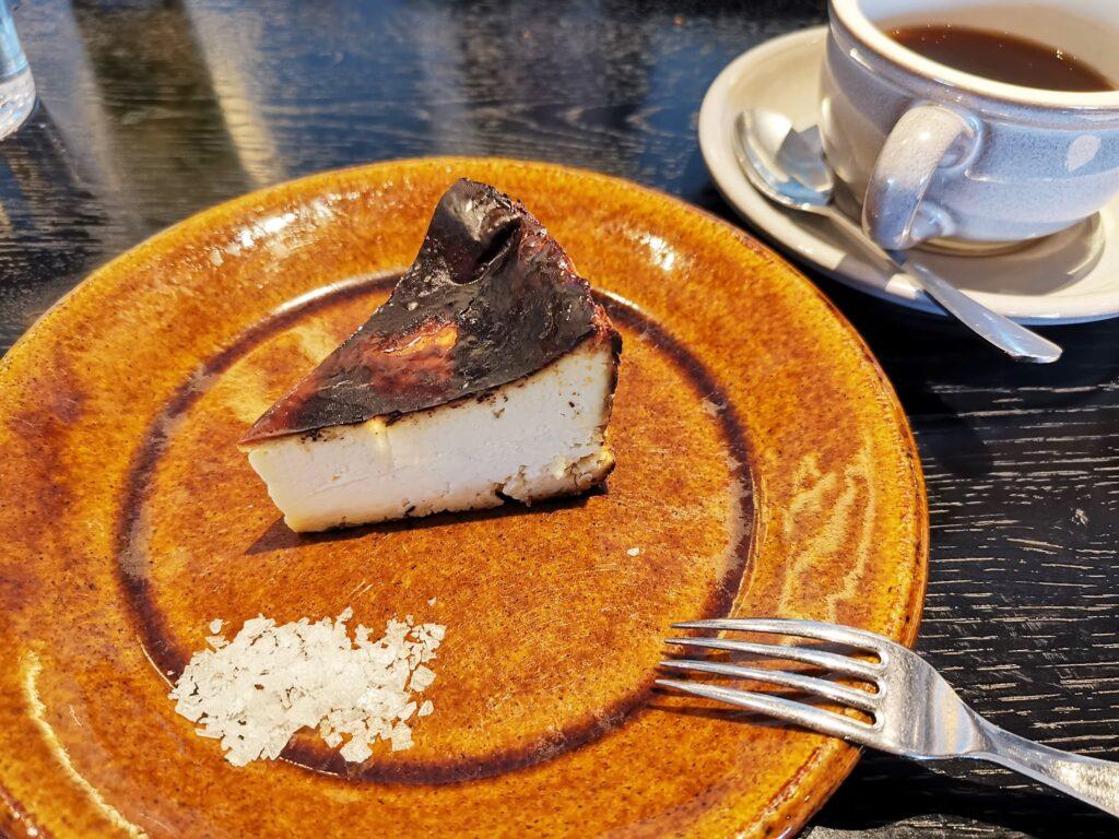 心斎橋「TUFFE(トゥッフェ)」 のベイクドチーズケーキの写真 (6)_R