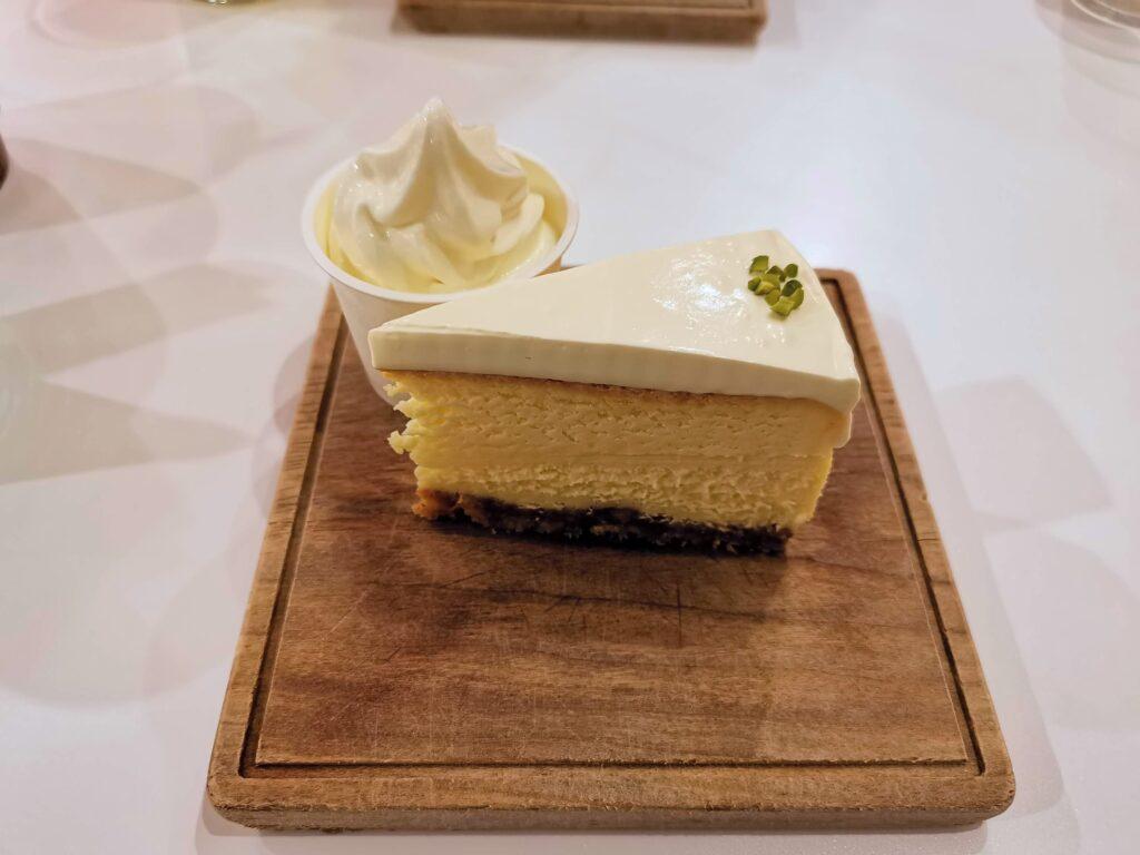 Elmers Green Cafe(エルマーズグリーンカフェ)のチーズケーキの写真