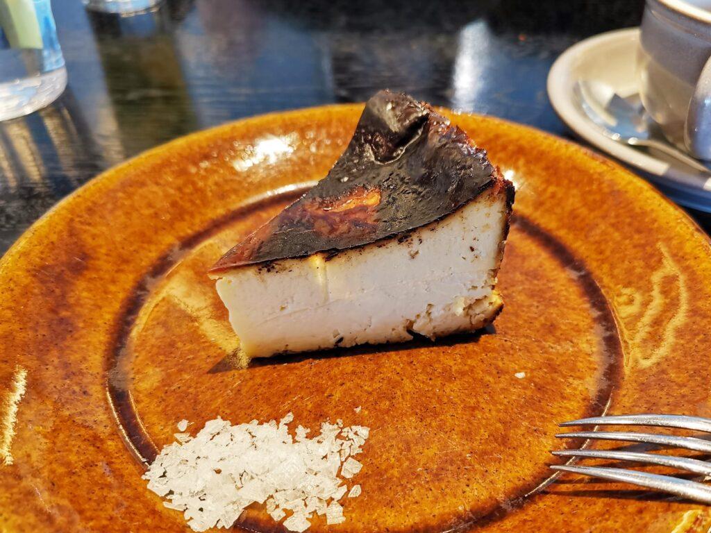 心斎橋「TUFFE(トゥッフェ)」 のベイクドチーズケーキの写真 (7)_R