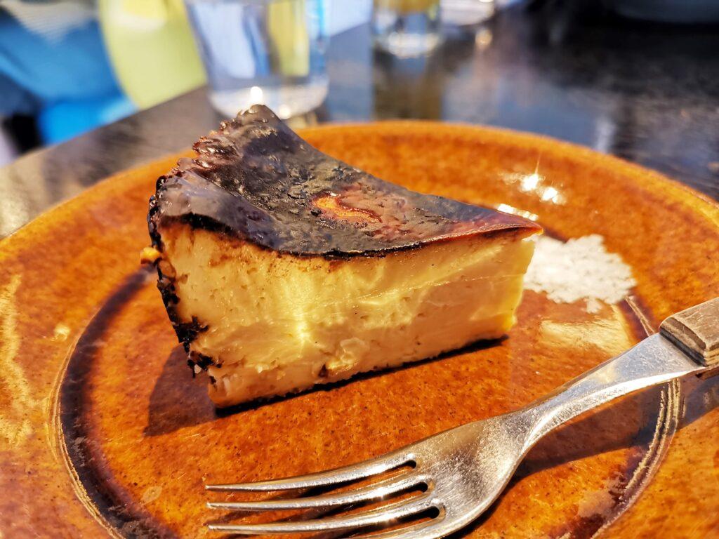 心斎橋「TUFFE(トゥッフェ)」 のベイクドチーズケーキの写真
