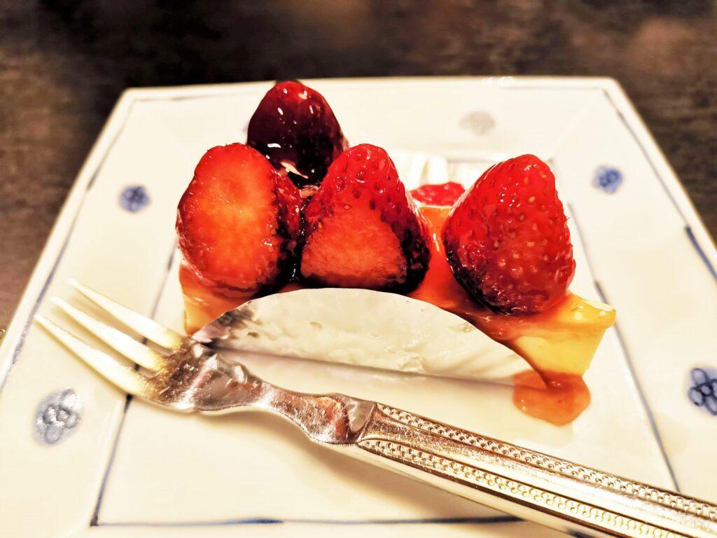 洋麺屋五右衛門の苺のレアチーズケーキの写真 (2)