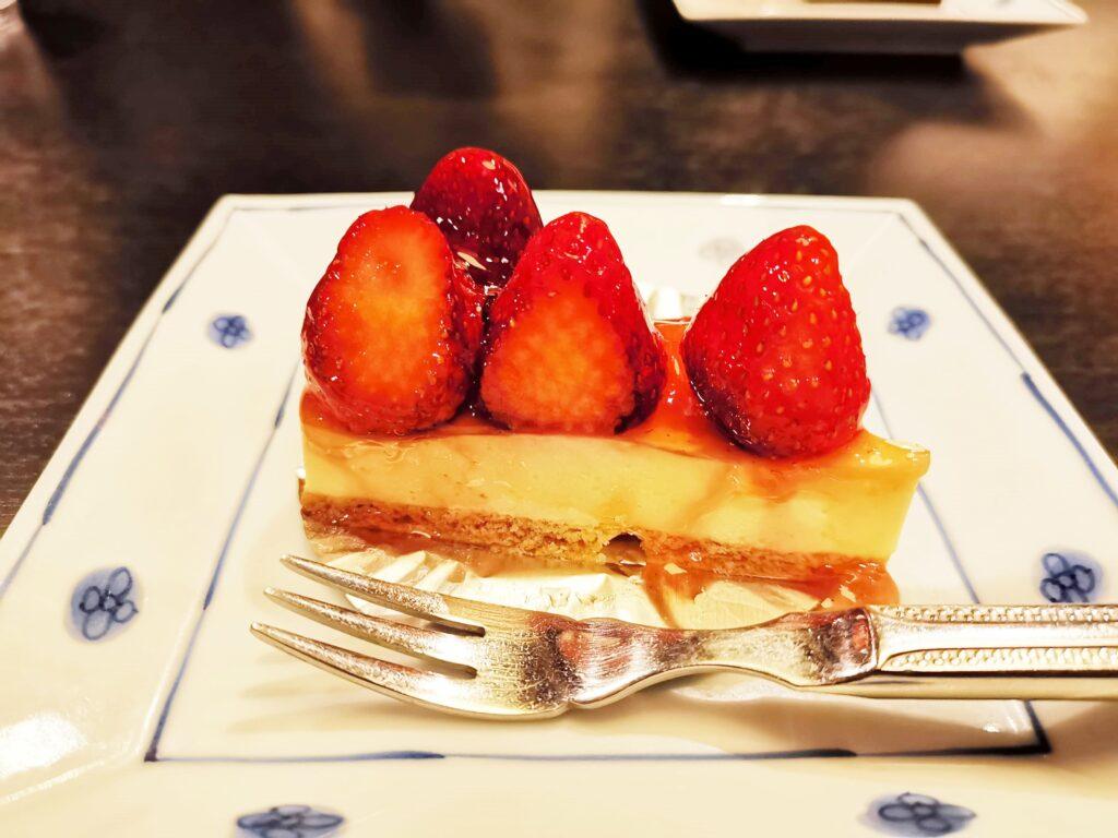 洋麺屋五右衛門の苺のレアチーズケーキの写真 (4)