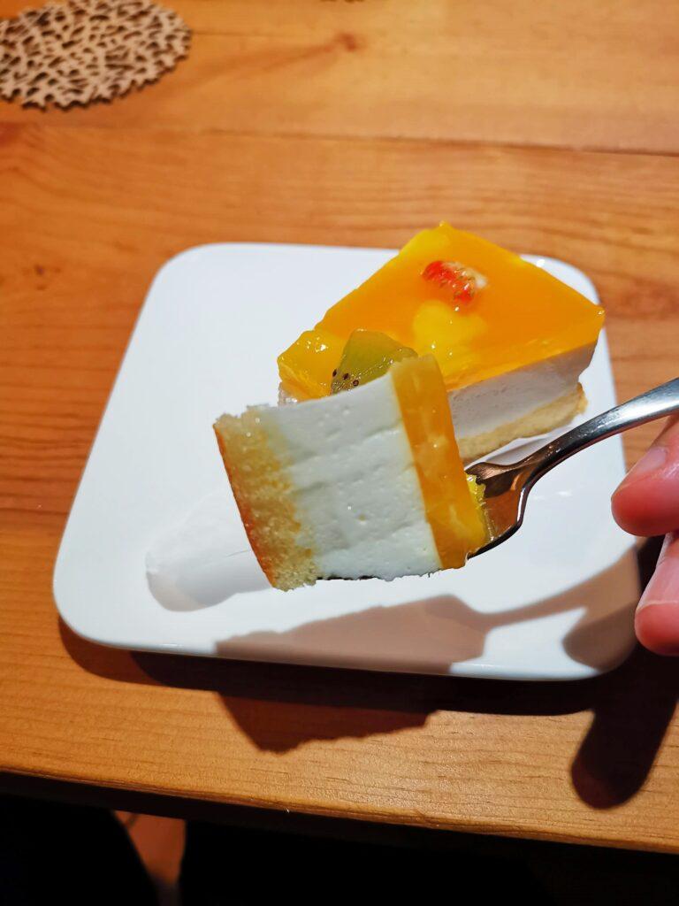 ファミリーマート(山崎製パン)の「マンゴーレアチーズムース」の写真 (13)