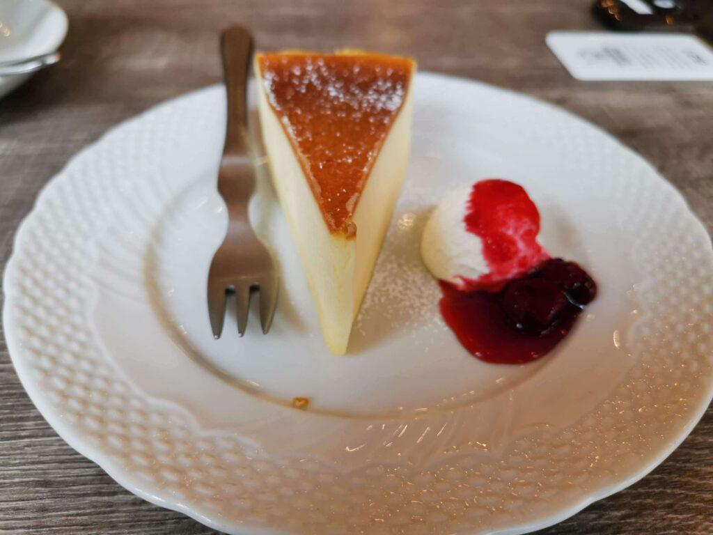 【星乃珈琲店】北海道バスクチーズケーキ チェリーソース添えの写真 (17)