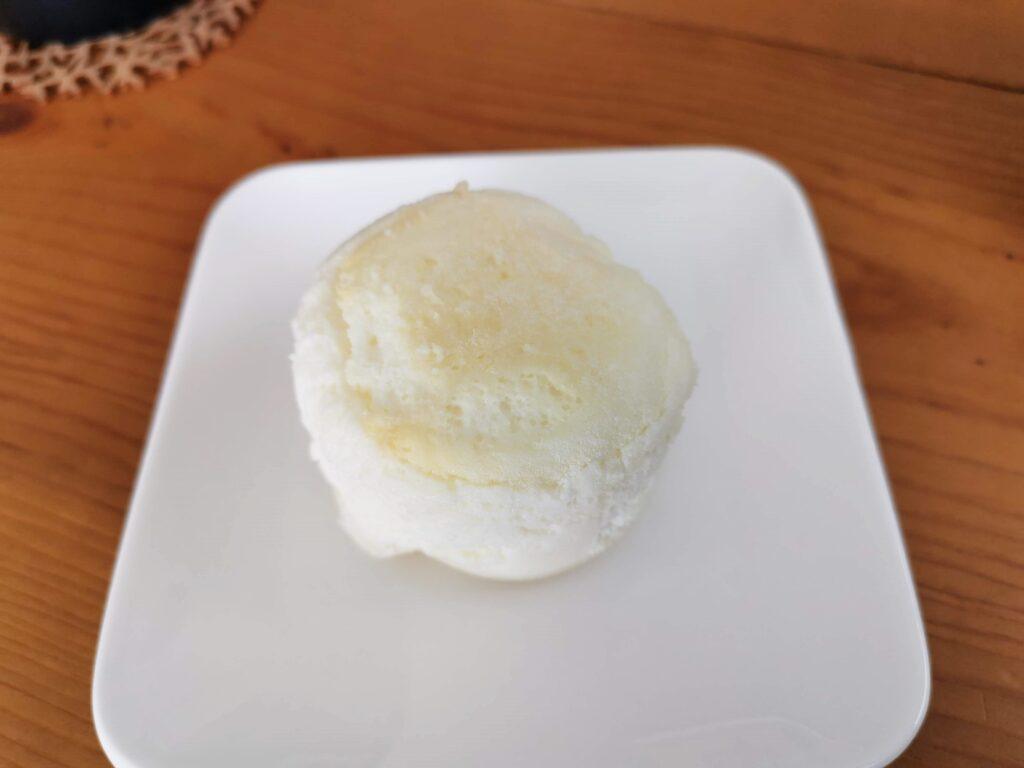 ローソン(山崎製パン)の白いスフレチーズケーキ (9)