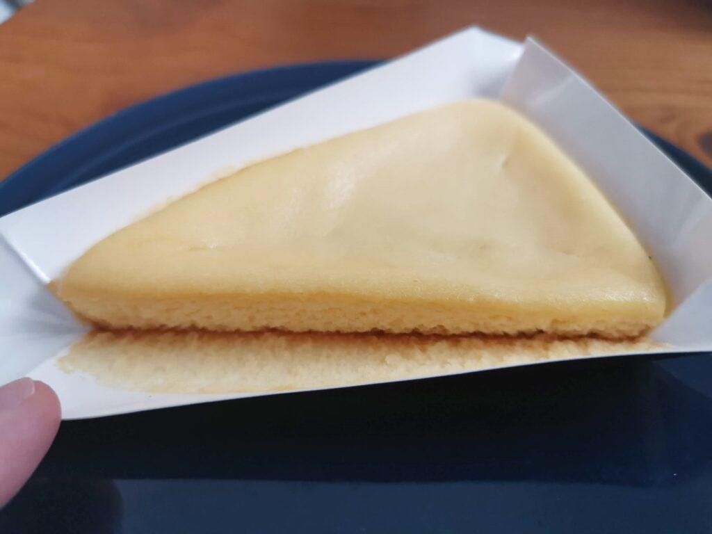 ローソン・山崎製パンのなめらかベイクドチーズケーキ (7)