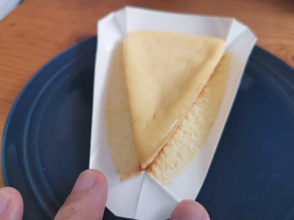 ローソン・山崎製パンのなめらかベイクドチーズケーキ (4)