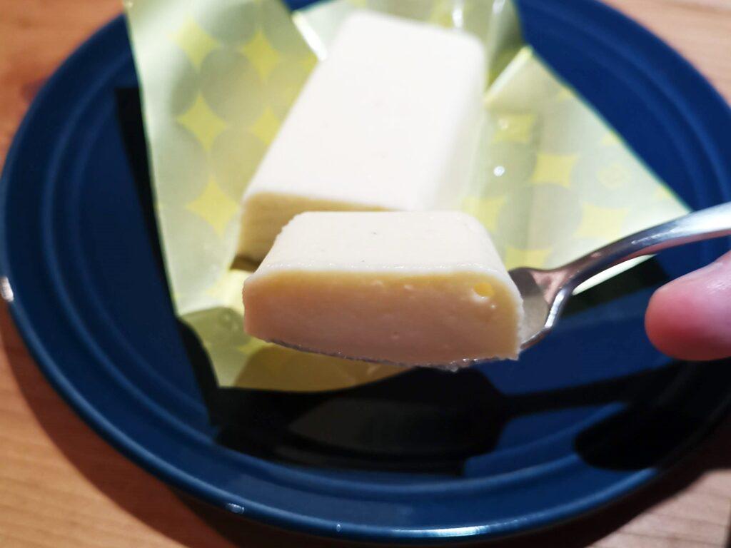 ローソン(コスモフーズ)のUchi Café Spécialité・爽溶けチーズテリーヌ(レモンゼスト入り)の写真 (6)