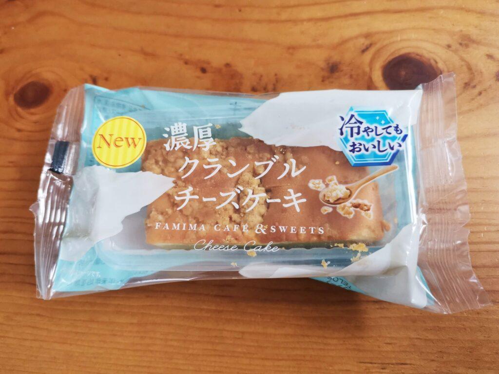 ファミリーマートの濃厚クランブルチーズケーキの写真 (1)