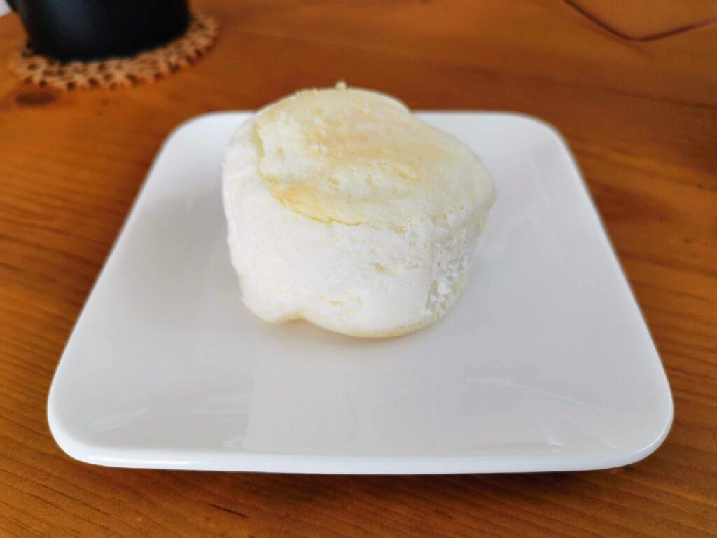 ローソン(山崎製パン)の白いスフレチーズケーキ (10)