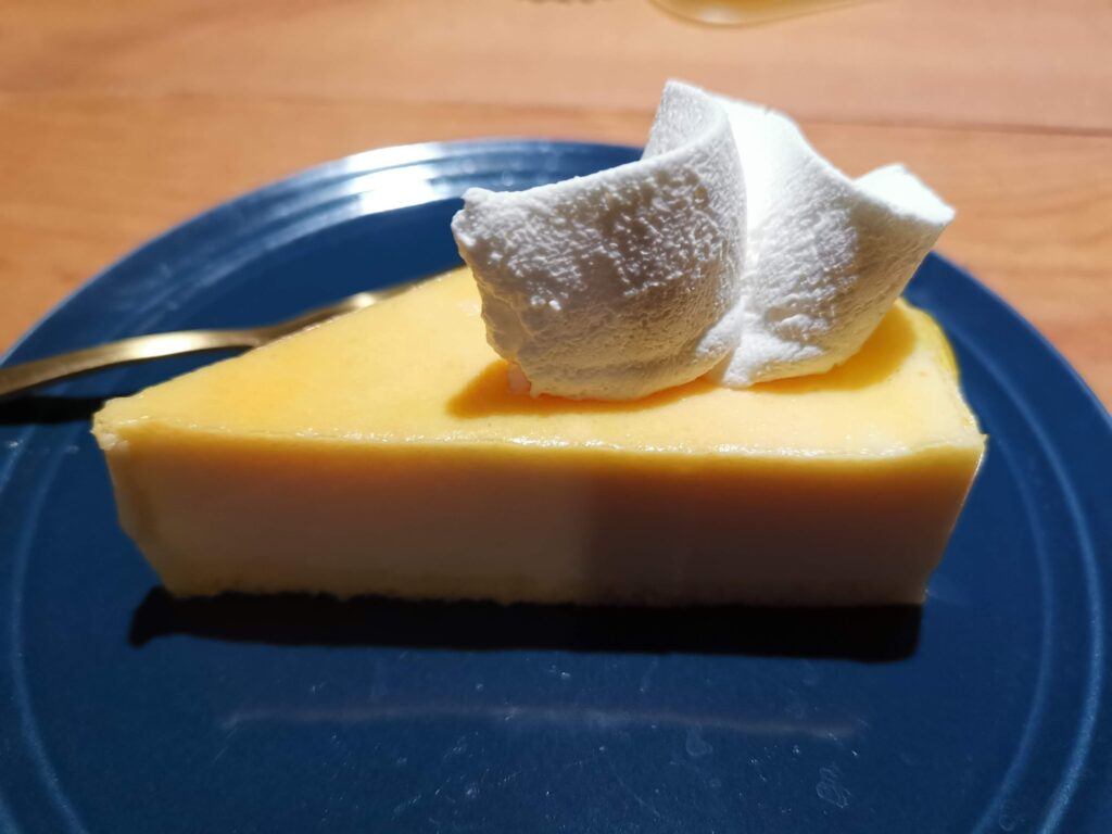 FUJIYA(不二家)のスフレチーズケーキ(スーパーで購入 (2)